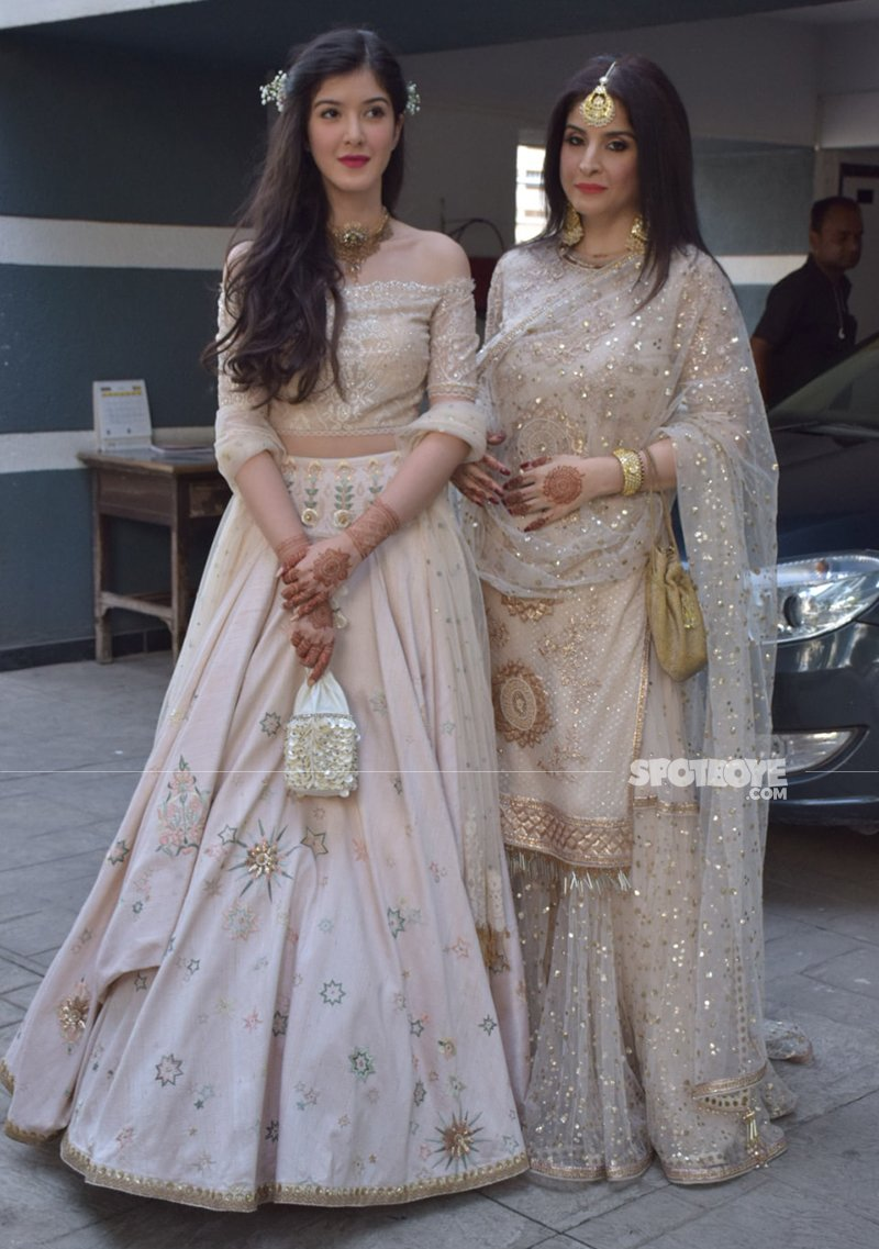 Maheep And Shanaya Kapoor Snapped As They Leave For Sonam s Sangeet Ceremony
