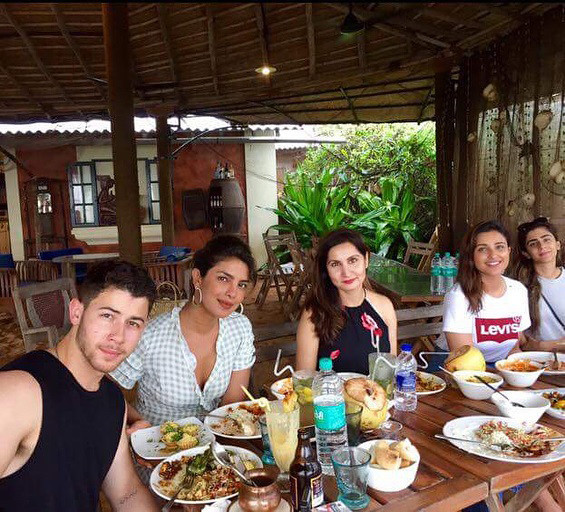 Priyanka Chopra And Nick Jonas Enjoying Lunch
