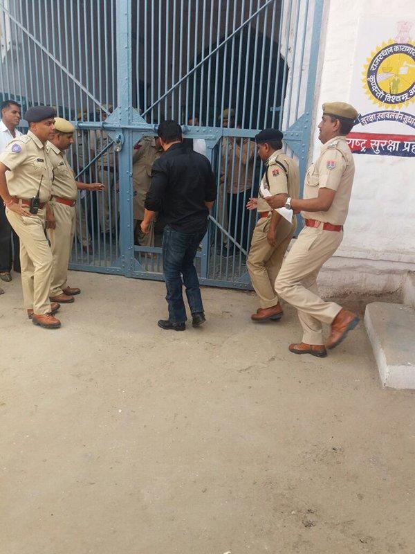 Salman Khan Enters Jail As Usual