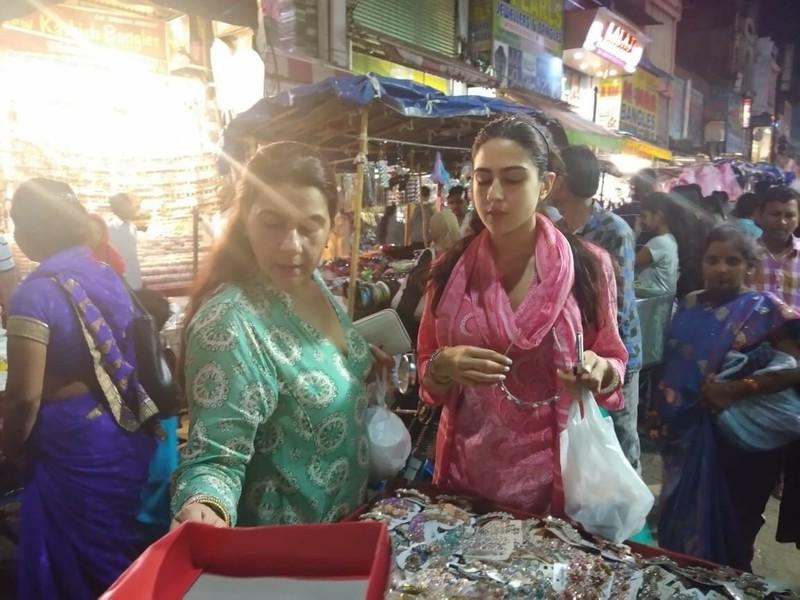 Sara Ali Khan With Mom Amrita Singh