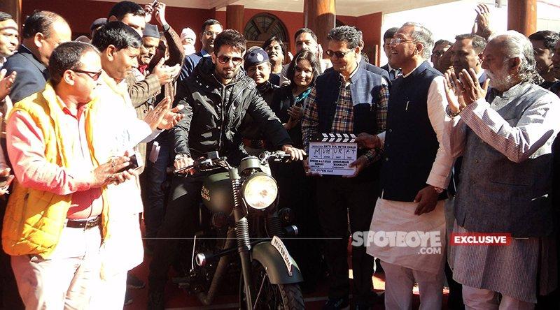 Shahid Kapoor During The Mahurat Shot For Batti Gul Meter Chalu