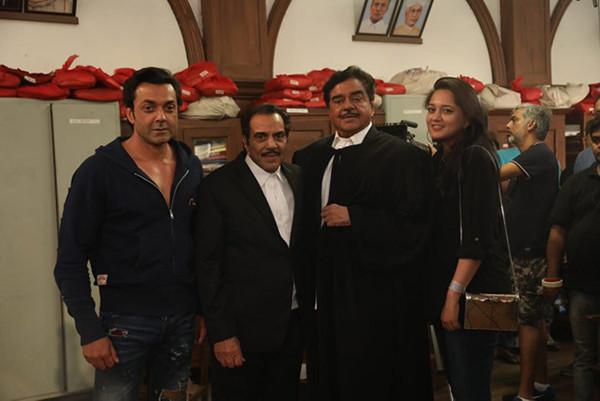 Shatrughan Sinha Shoots With Dharmendra And Bobby Deol For Yamla Pagla Deewana Phir Se