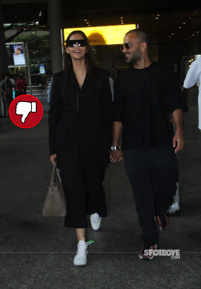 Sonam Kapoor And Anand Ahuja Snapped At Mumbai Airport