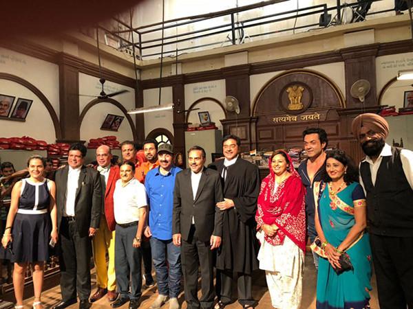 The Cast And Crew Of Yamla Pagla Deewana Phir Se