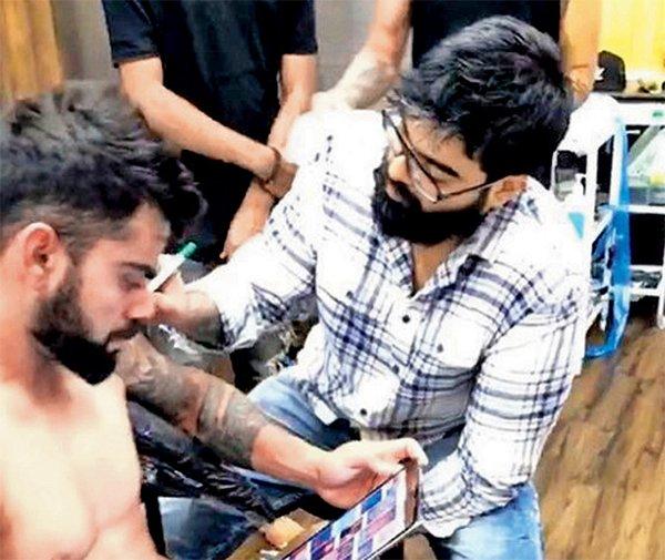 Virat Kohli Getting Tattooed From Alan Gois