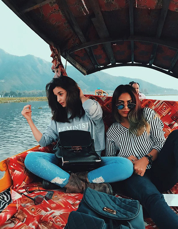 WOW Alia Bhatt spotted chilling with Meghna Gulzar Puneet B Saini on Raazi sets in Kashmir