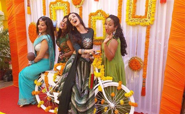 sanaya irani rj malishka have a blast at bhartis mehendi ceremony