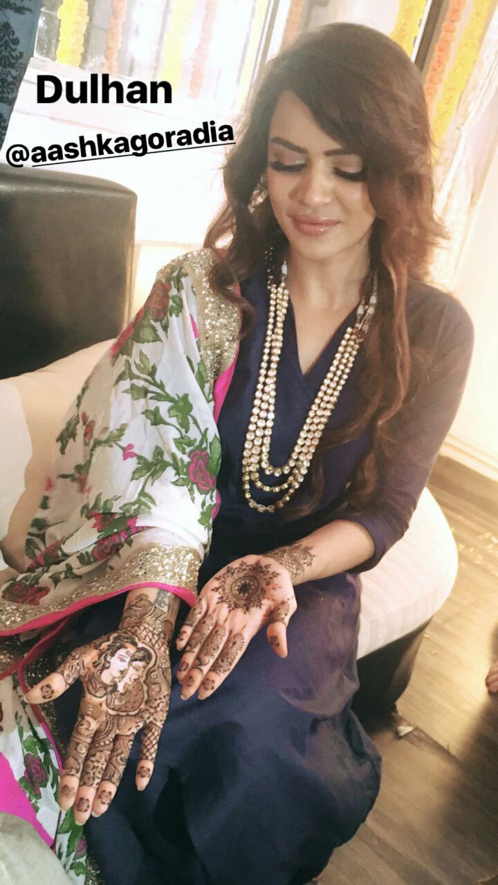 tv actress aashka goradia mehendi and brent goble second engagement ceremony