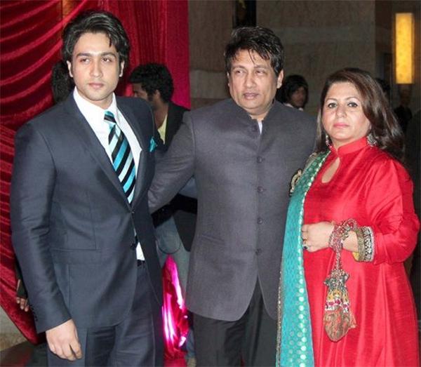 adhyayan suman with shekhar suman and mom