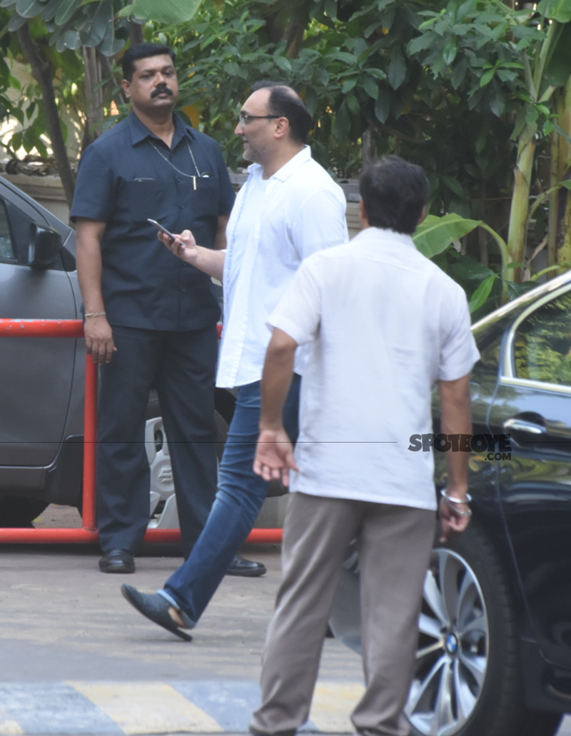 aditya chopra at ram mukerjee prayer meet
