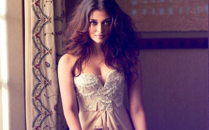 Are Manish Malhotra's Designs Not HOT Enough For Aishwarya Rai Bachchan?
