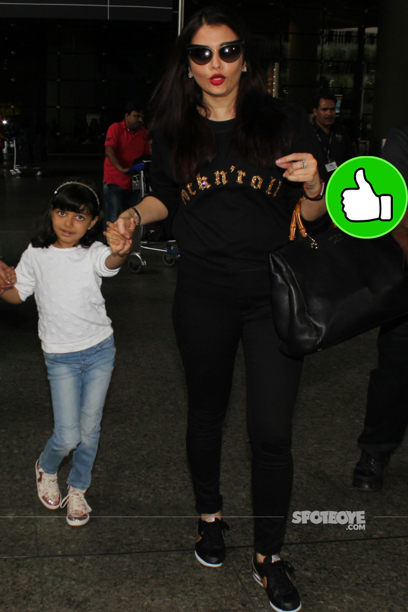 aishwarya rai bachchan with aaradhya at the airport