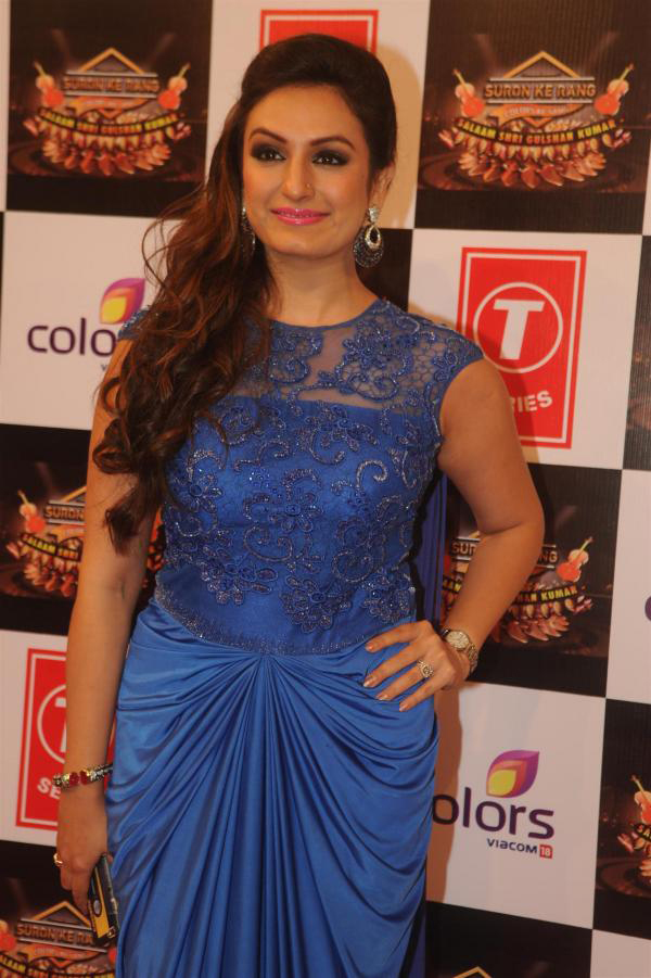 akriti kakkar poses for shutterbugs