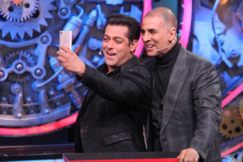 akshay kumar and salman khan take a selfie