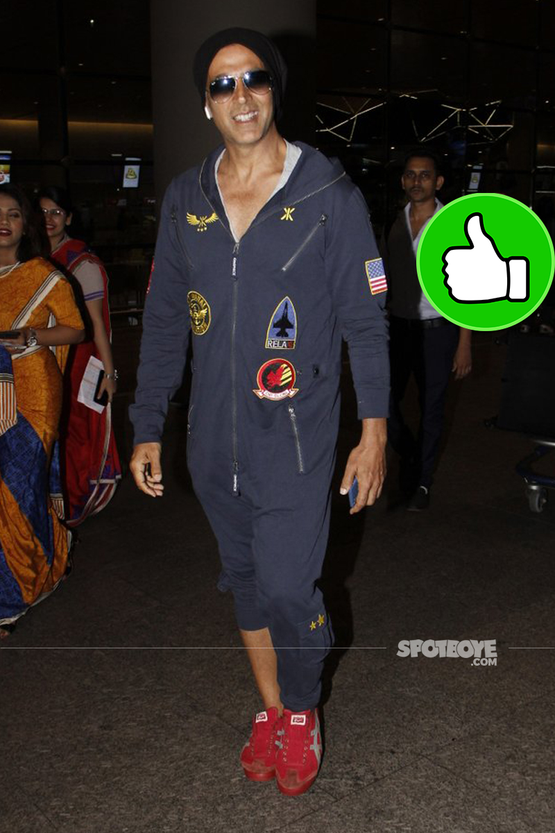 akshay kumar at the airport