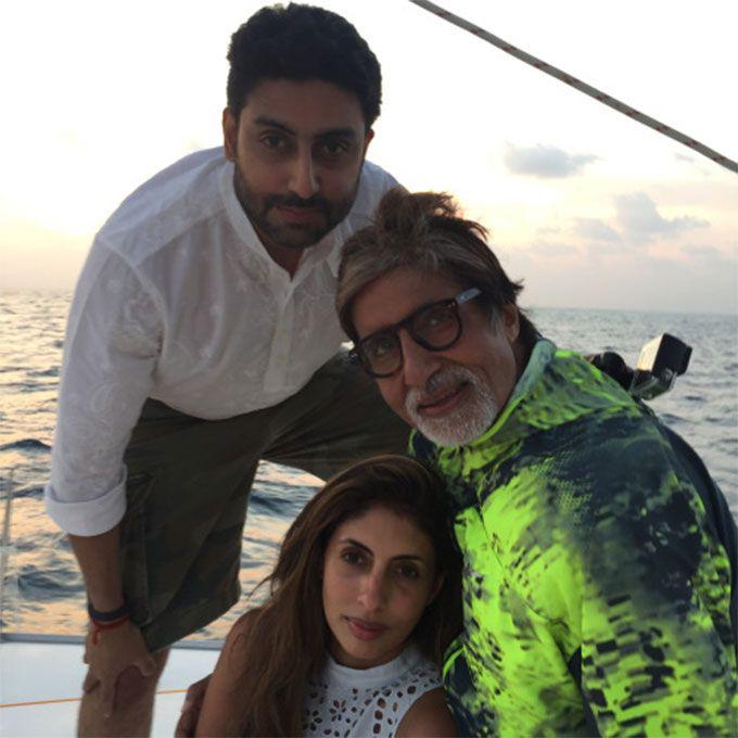 amitabh bachchan with abhishek bachchan and shweta bachchan nanda