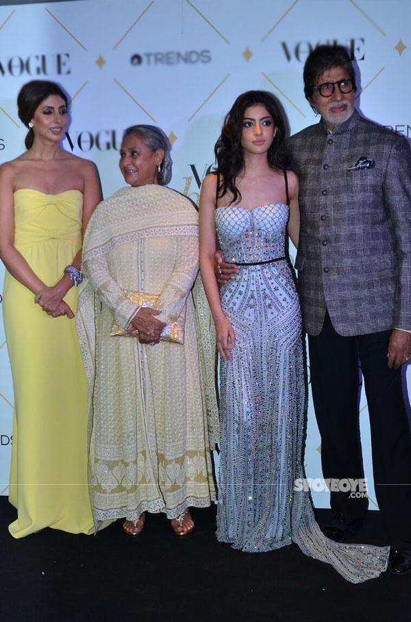 amitabh bachchan with jaya shweta and navya naveli nanda at vogue beauty awards 2017