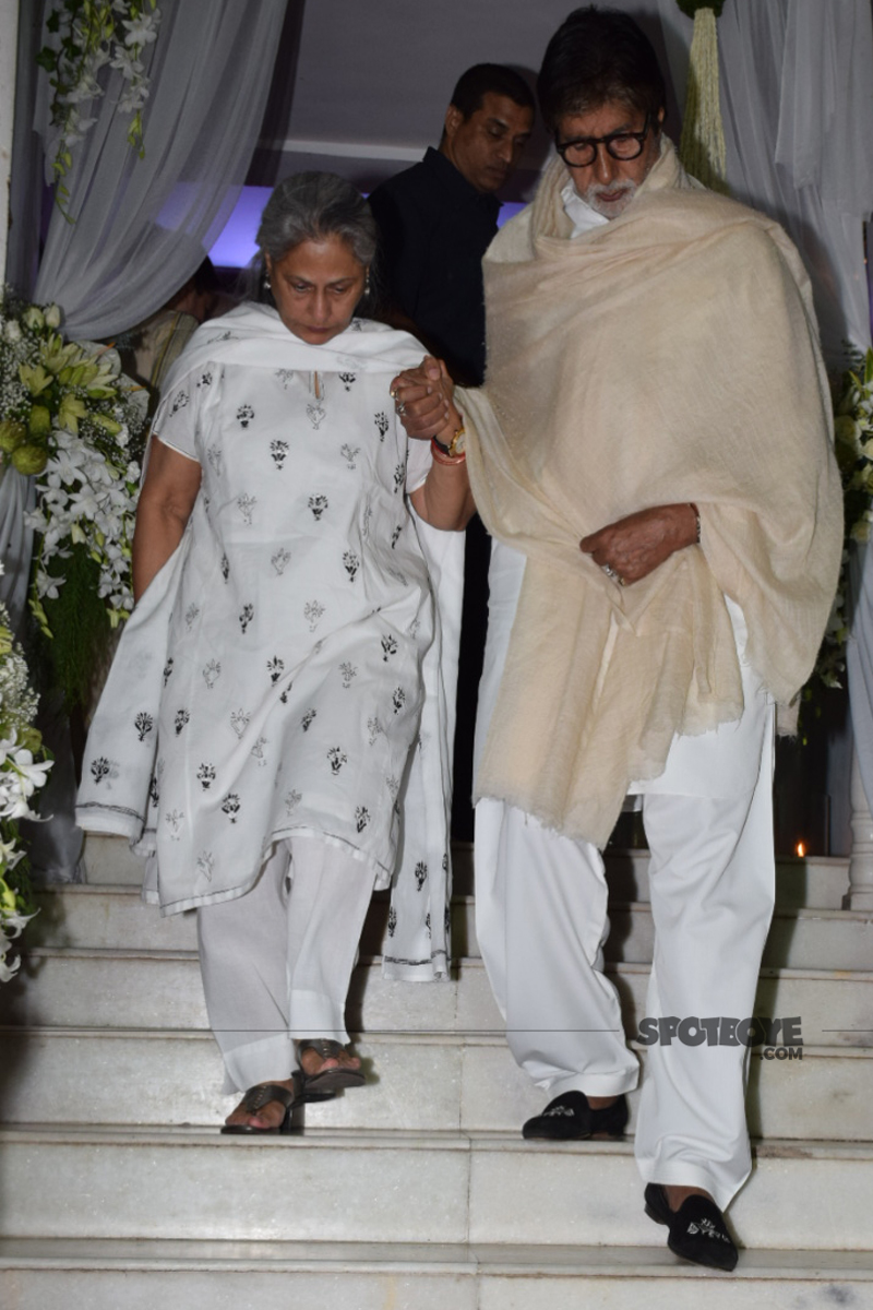 amitabh bachchan with wife jaya at ram mukerji prayer meet