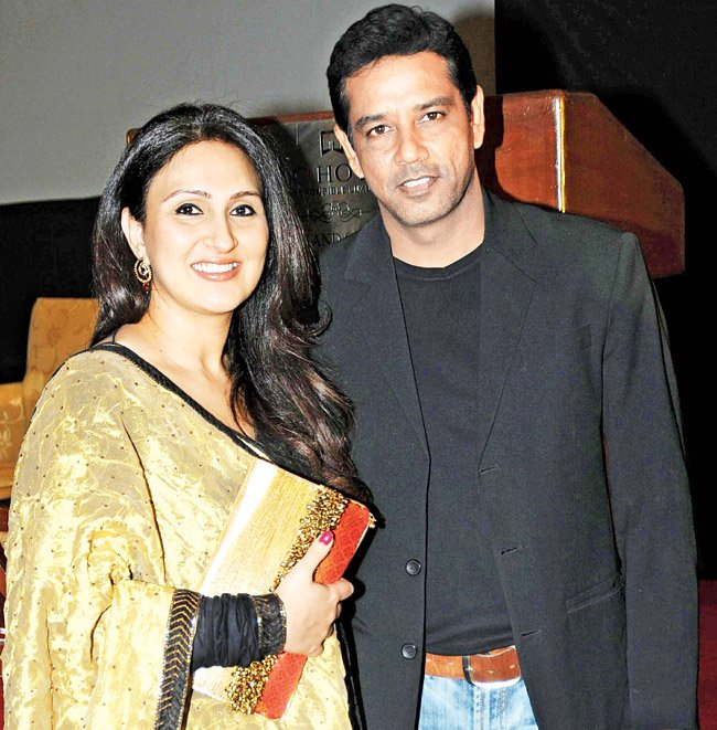 annup soni with his wife juhi