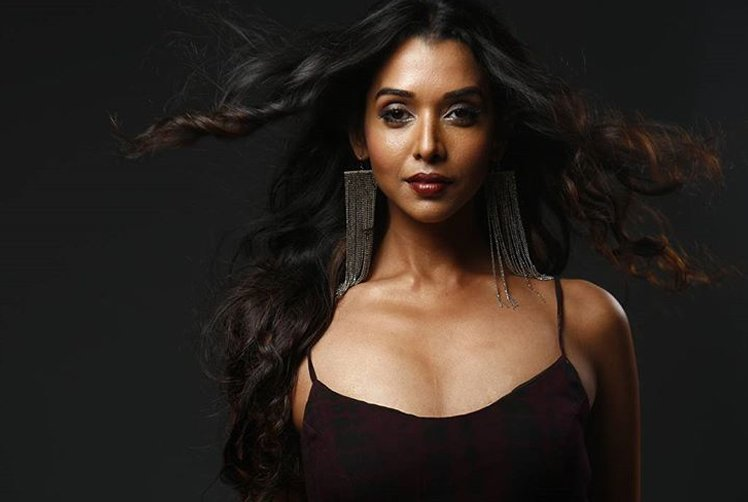 anupriya goenka poses for a picture