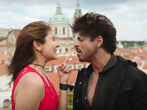 anushka sharma and shah rukh khan in a dance sequence from jab harry met sejal