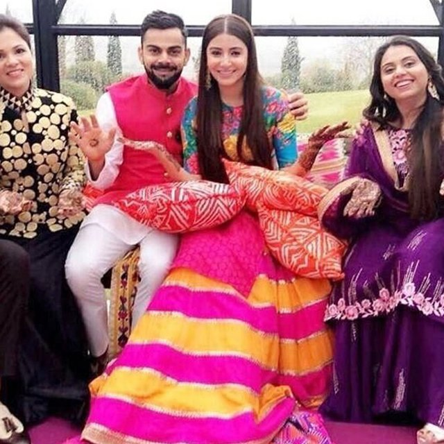 anushka sharma and virat kohli at the mehendi ceremony