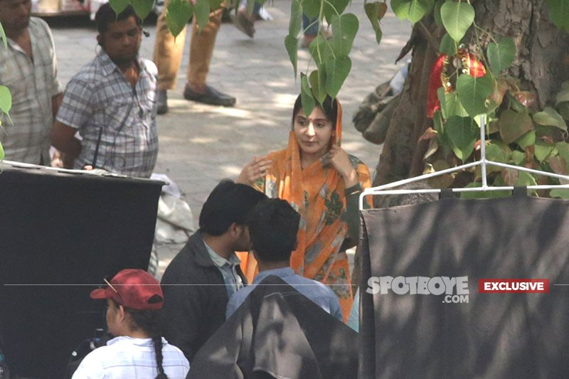 anushka sharma shoots for an intense scene
