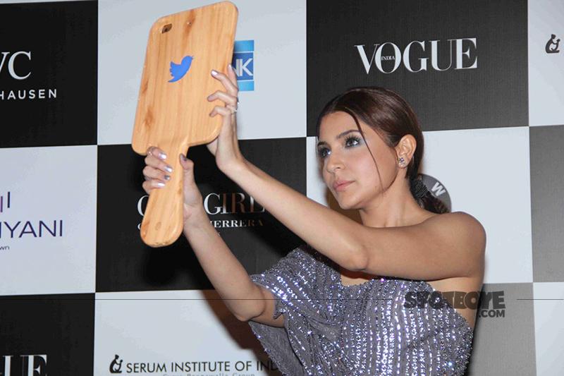 anushka sharma takes a selfie