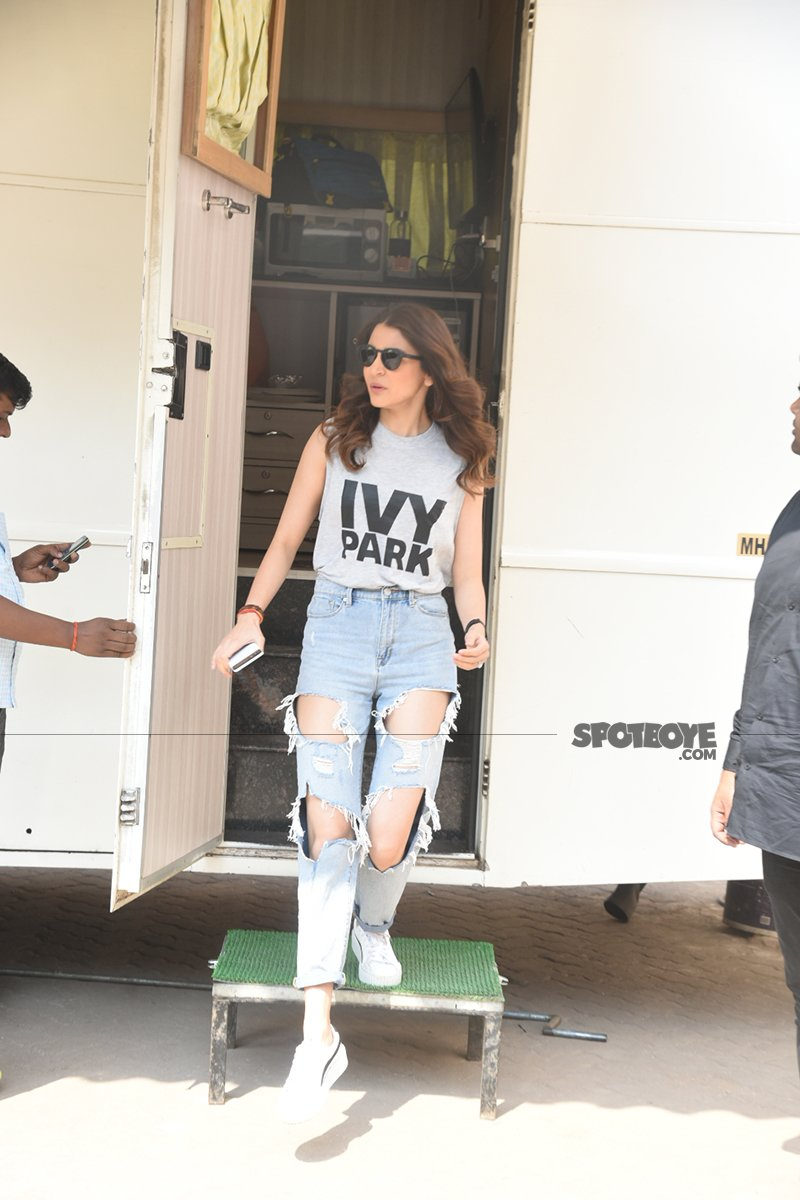 anushka sharma walks out of her vanity van
