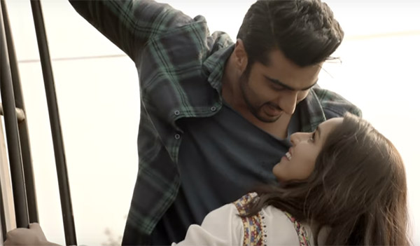 arjun kapoor and shraddha kapoor in a romantic pose climbing the bus in a still from half girlfriend