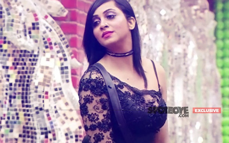 BUZZ: Arshi Khan EVICTED From Bigg Boss 11, GAME OVER For Her