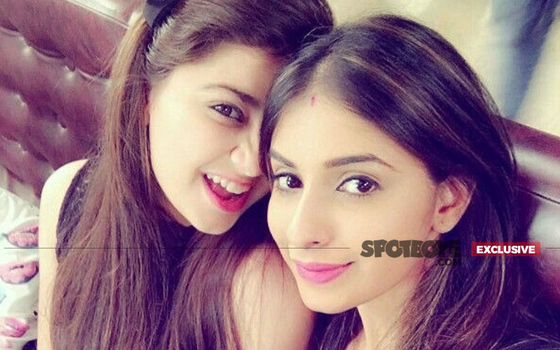 Aditi Bhatia Sitting In Avantika's Lap, Mohabbat Not Lost Between These 2 Girls