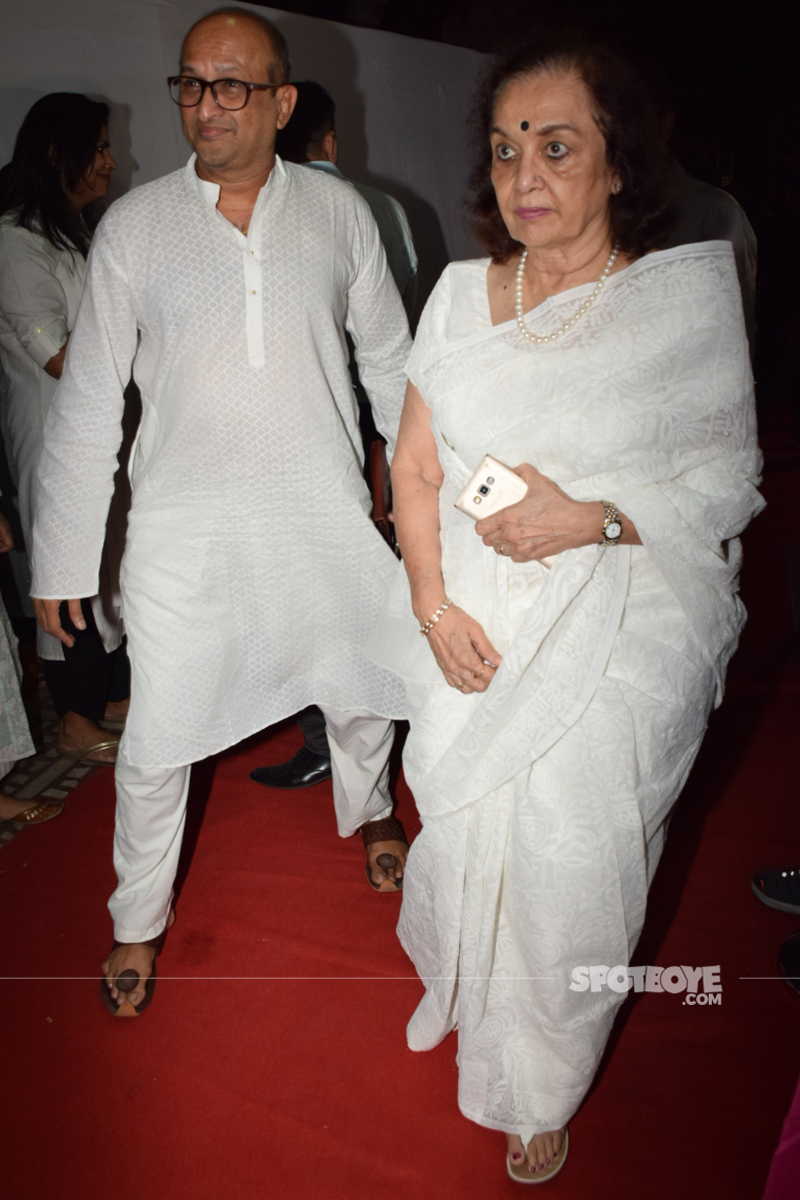 asha parekh at ram mukerji prayer meet
