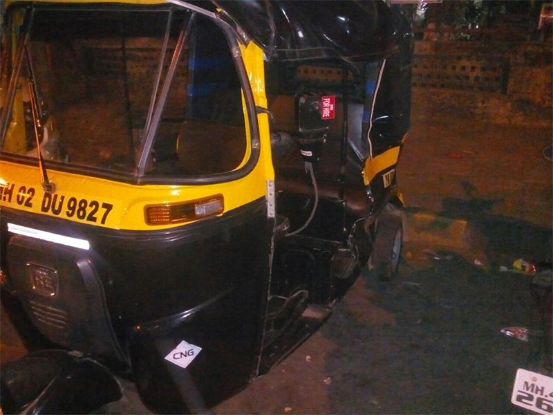 picture of auto crashed by aditya narayan