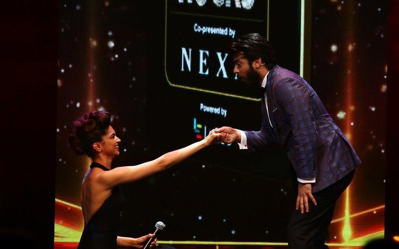 IIFA Fever: Deepika goes down on her knees for Fawad