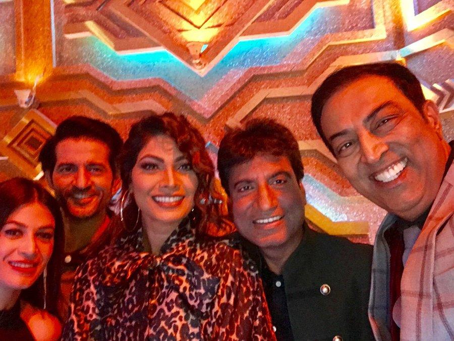 bandgi kalra and hiten tejwani meet up on a show