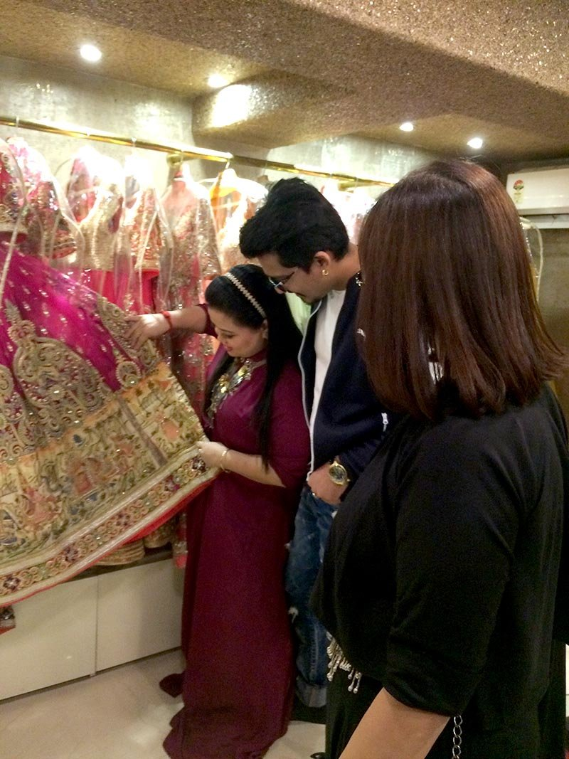 bharti singh checking out her wedding lehenga with fiance harsh