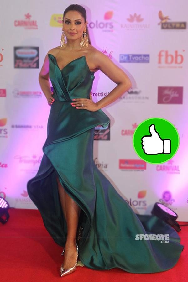 bipasha basu at femina miss india 2017 in an emerald green gown