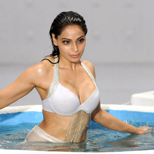 bipasha basu has signed a film after 2 years