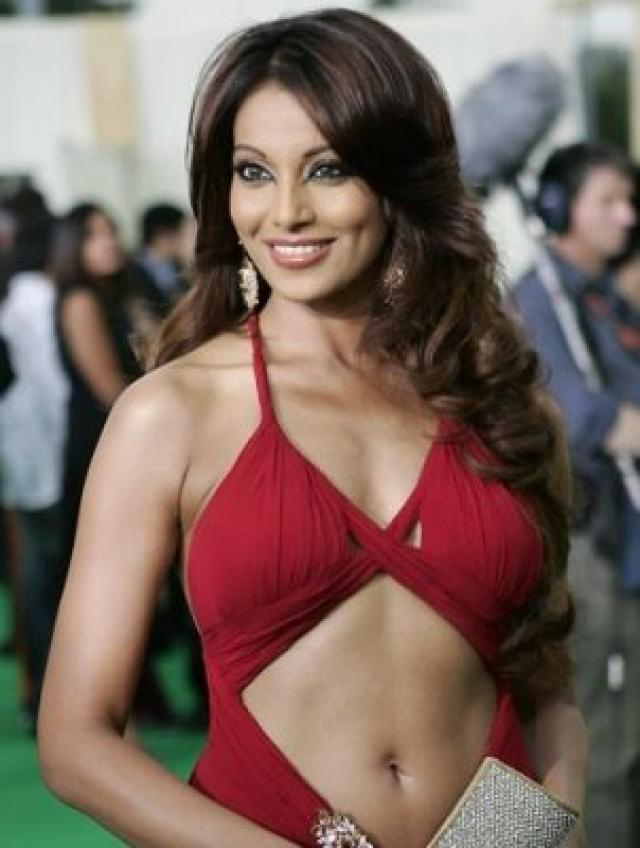 bipasha basu poses for shutterbugs at an event