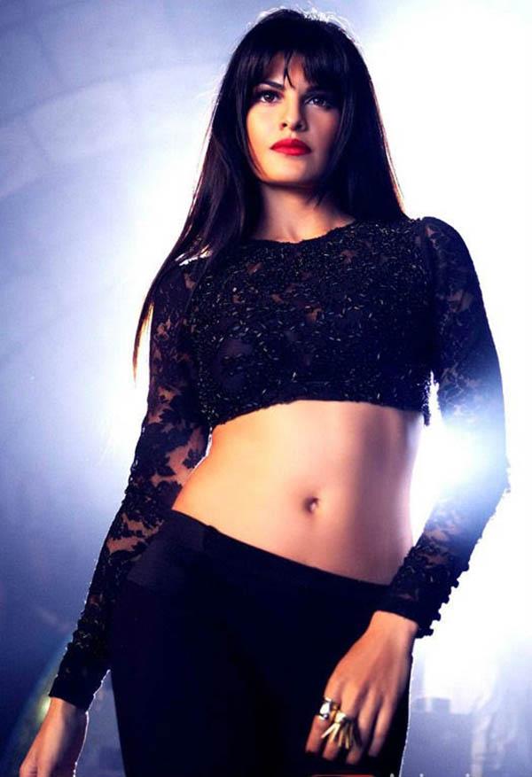 black looks better when jacqueline wears it