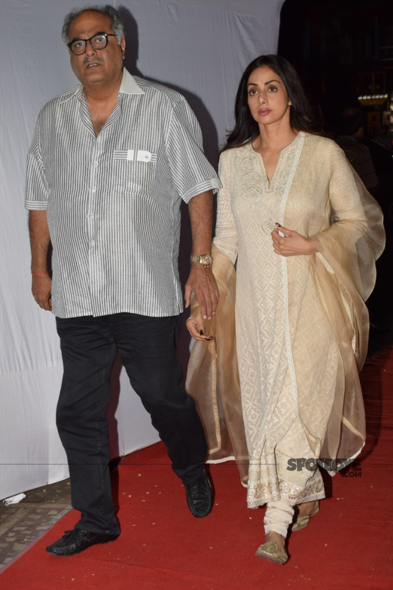 boney kapoor with wife sridevi at ram mukerji prayer meet