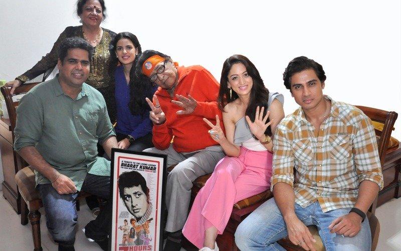 Manoj Kumar meets the team of 7 Hours To Go
