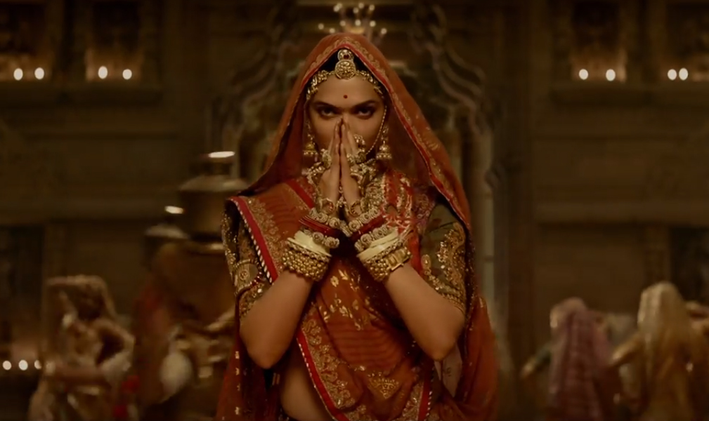 deepika padukone in ghoomar song