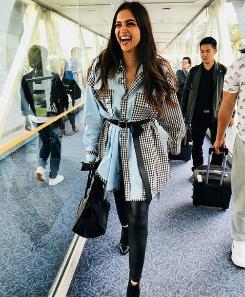 deepika padukone is all smiles