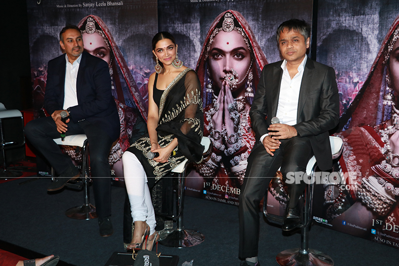 deepika padukone on stage at padmavati 3 d trailer launch