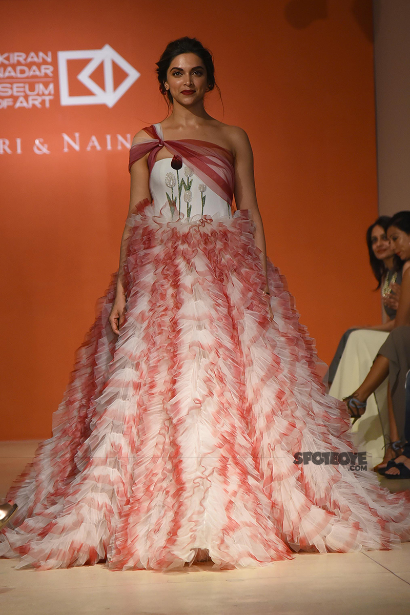 deepika padukone walking the ramp