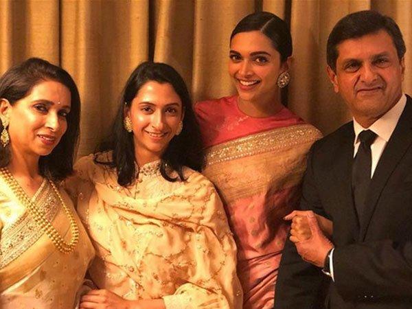 deepika padukone with dad prakash mom and sister anisha