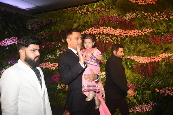 dhoni with daughter ziva