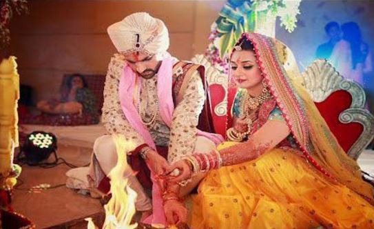 Divyanka Tripathi Mehndi Ceremony : Divyanka tripathi celebrates her st wedding anniversary with